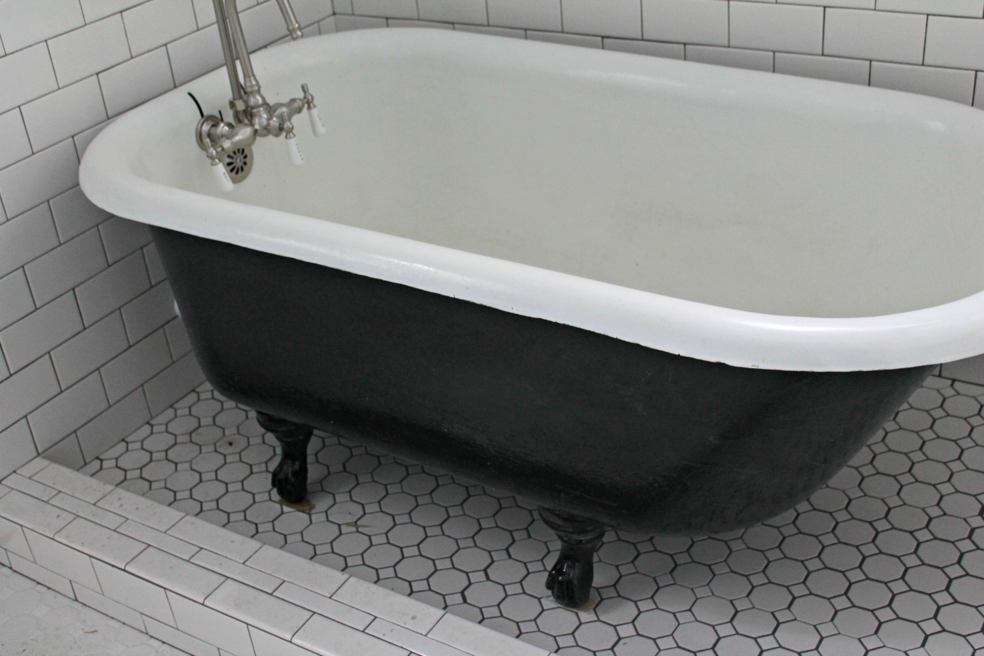 How to Paint an Iron Clawfoot Tub - 702 Park Project